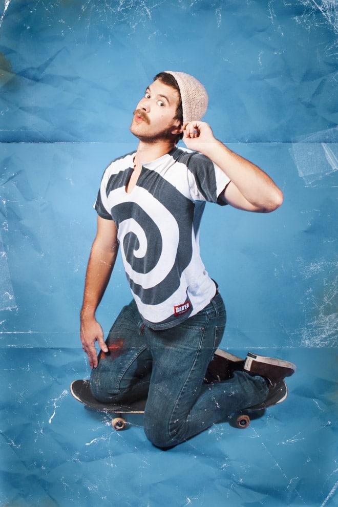 парень со скейтбордом
