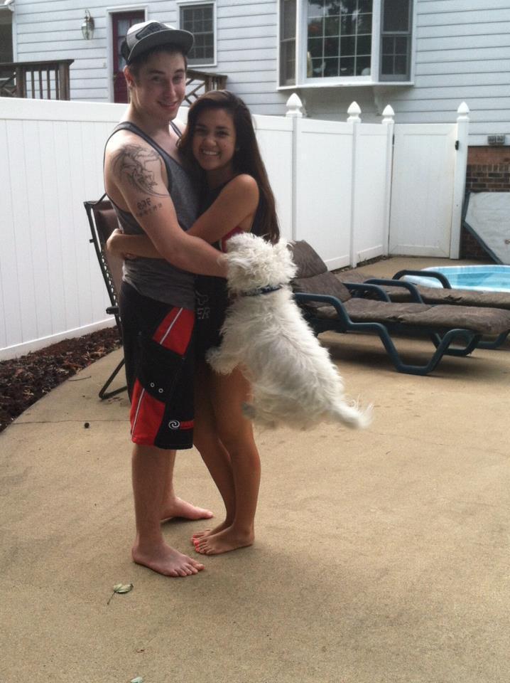 влюбленная пара и собака