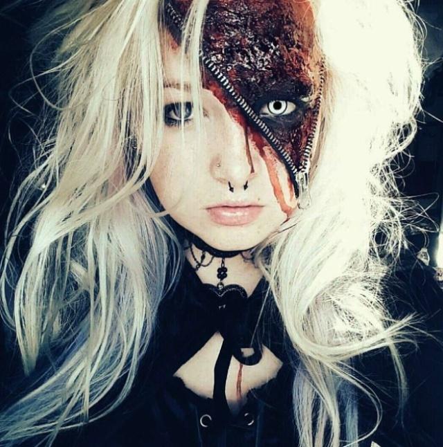 блондинка с макияжем для хэллоуина