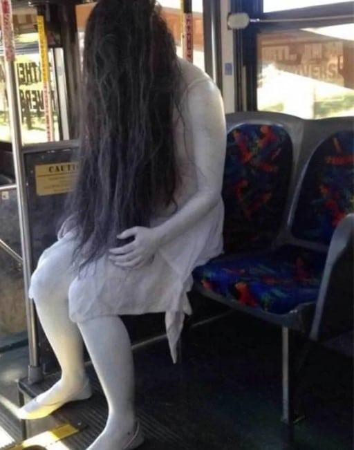 девушка в образе призрака