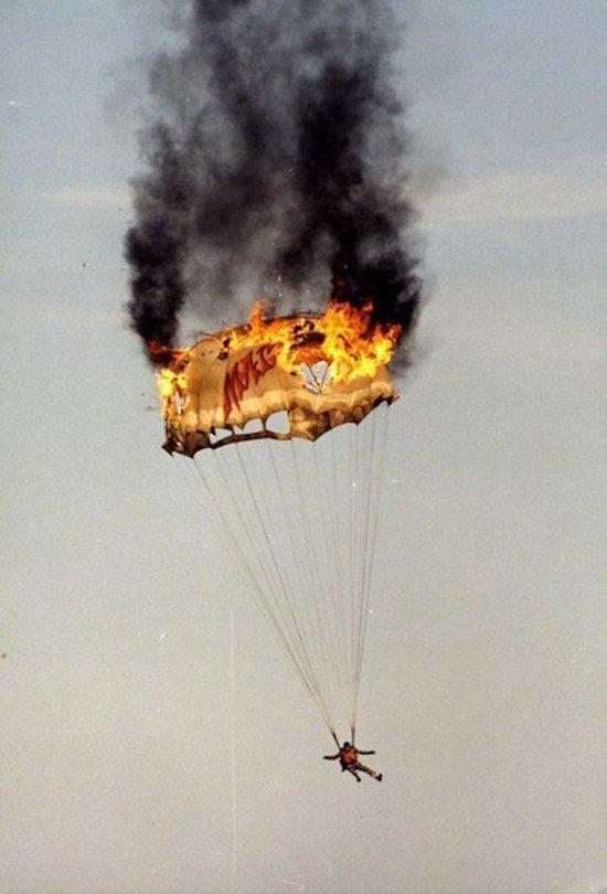 горящий парашют