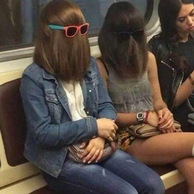 девушки с волосами, начесанными на лицо
