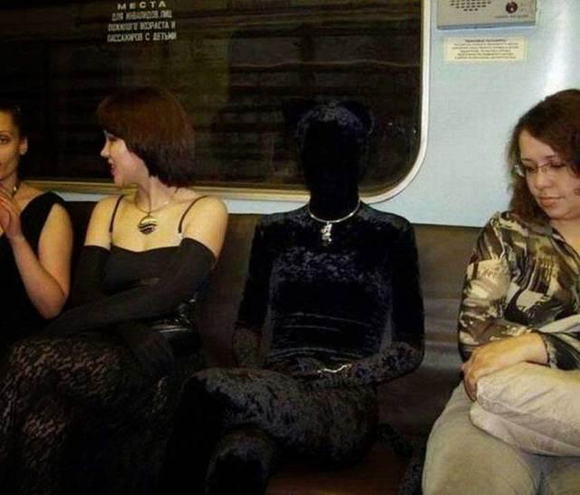 девушка в черном бархате