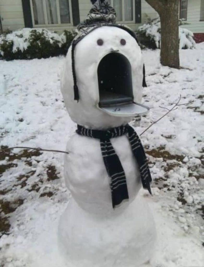 почтовый ящик в виде снеговика