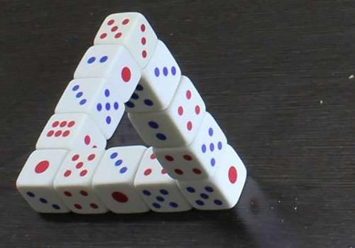 треугольник из кубиков