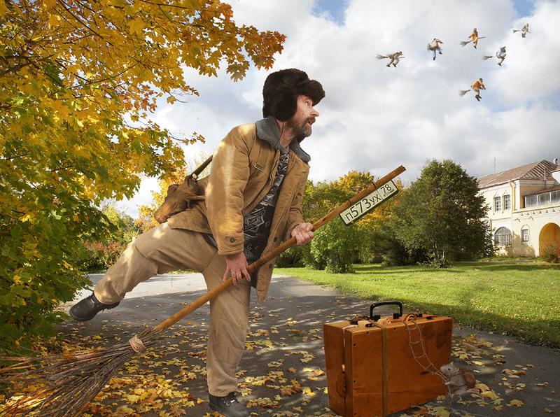 дворник листья осень
