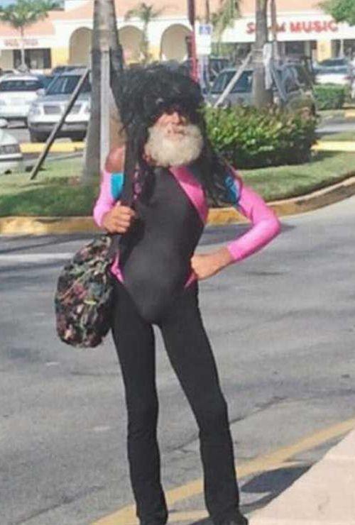 бородатый мужчина на улице