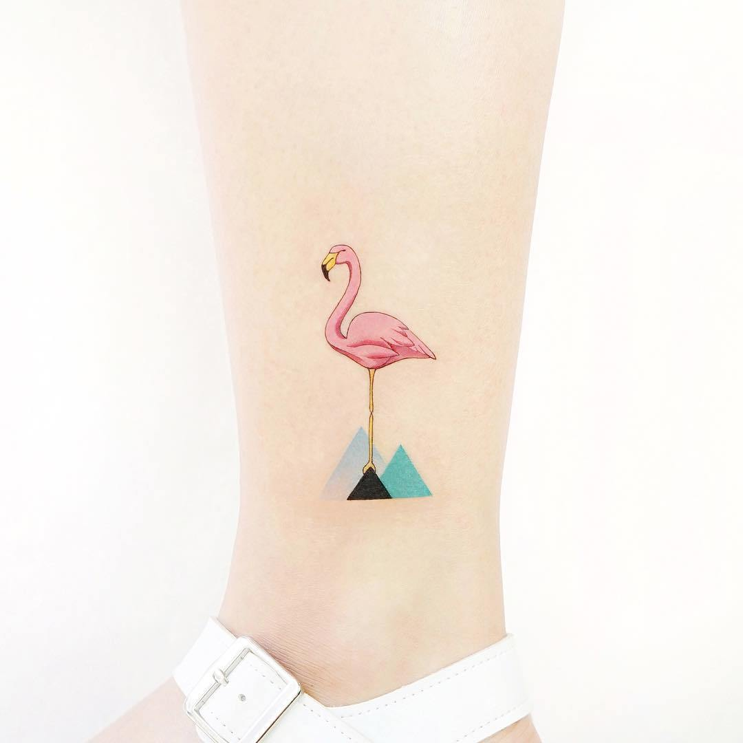 татуировка в виде фламинго