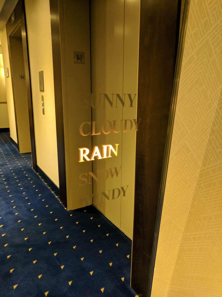 зеркало в отеле
