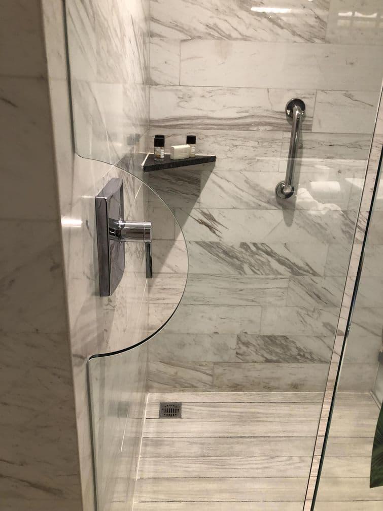 душ в отеле