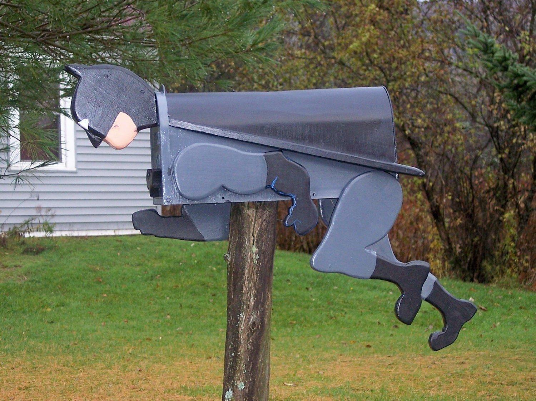 почтовый ящик в форме бэтмена