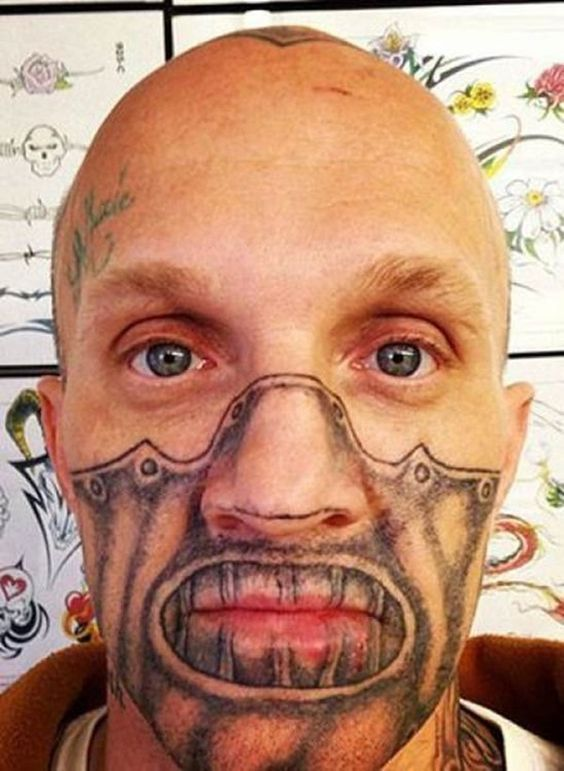 татуировка возле рта