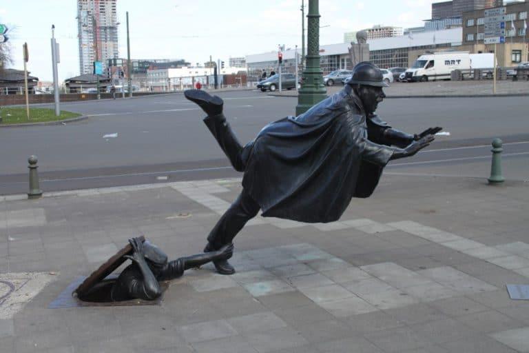памятник полицейскому в Брюсселе