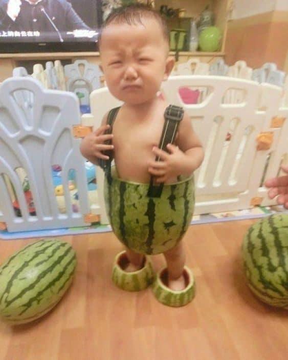 малыш в арбузе