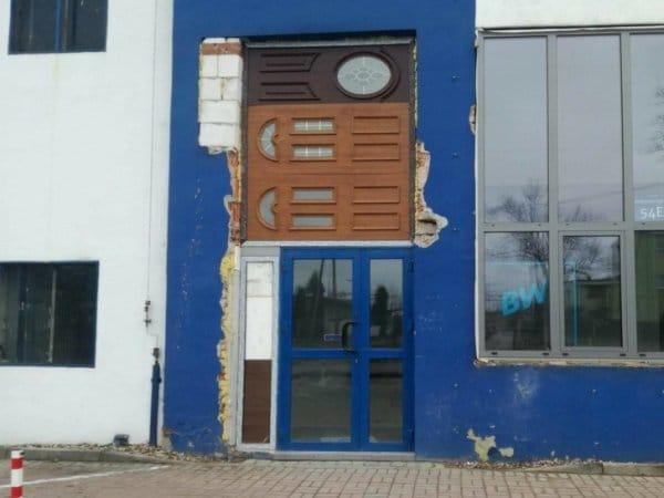 странная дверь