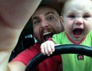 папа с сыном за рулем