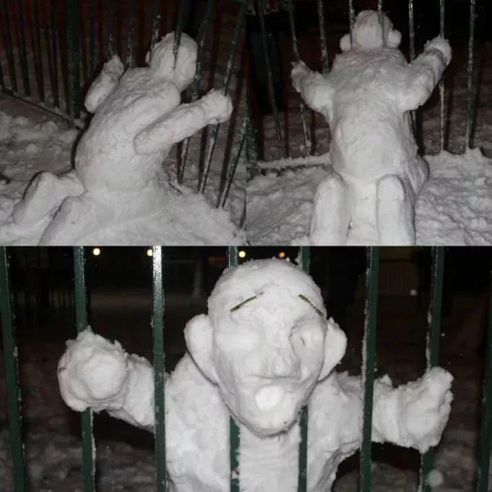 снеговик застрял головой в заборе