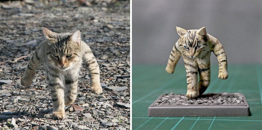 шагающий кот и его скульптура