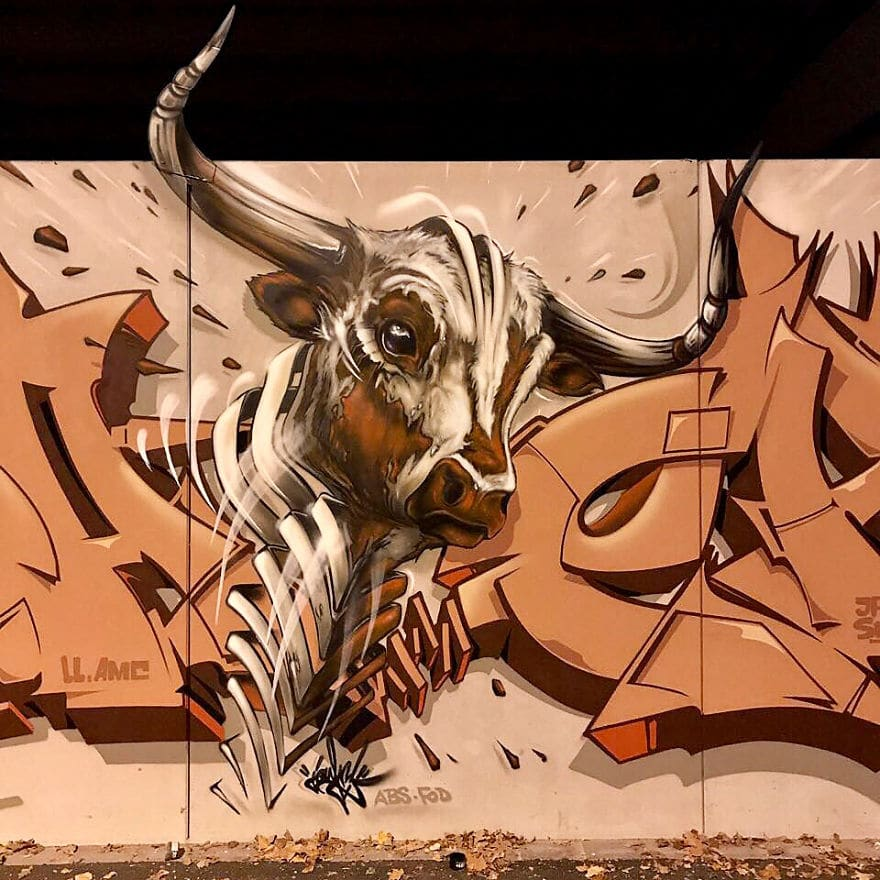 рисунок буйвола на стене