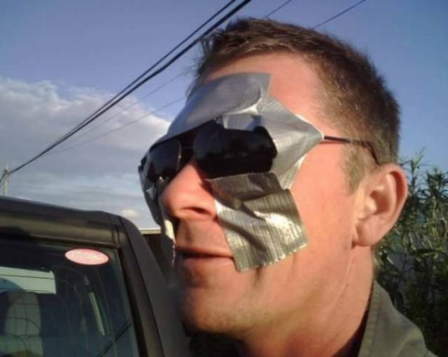мужчина в солнцезащитных очках
