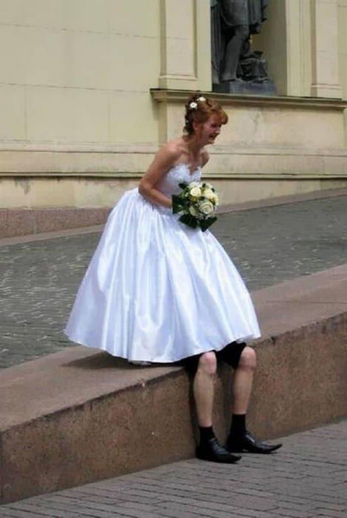 невеста и жених под платьем