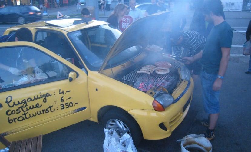 барбекю в кузове машины