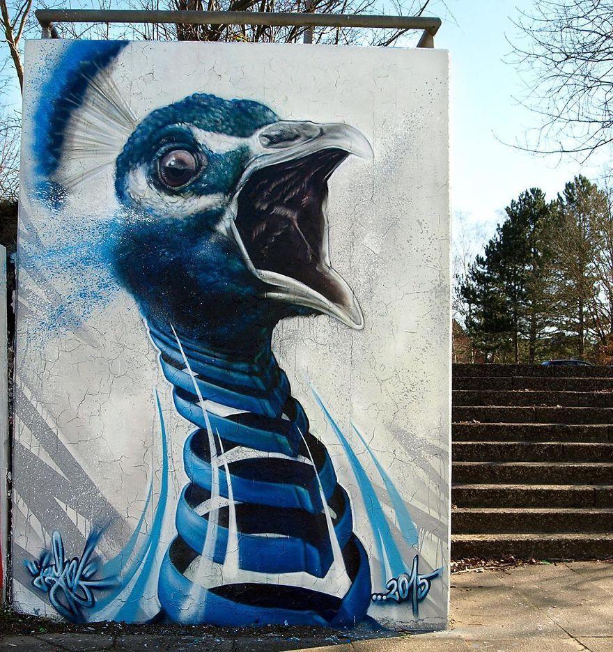 рисунок павлина на стене