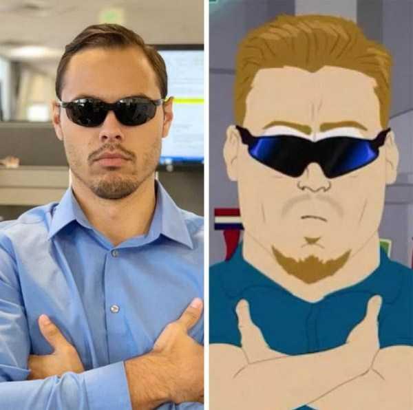 мужчина в солнцезащитных очках и мультгерой