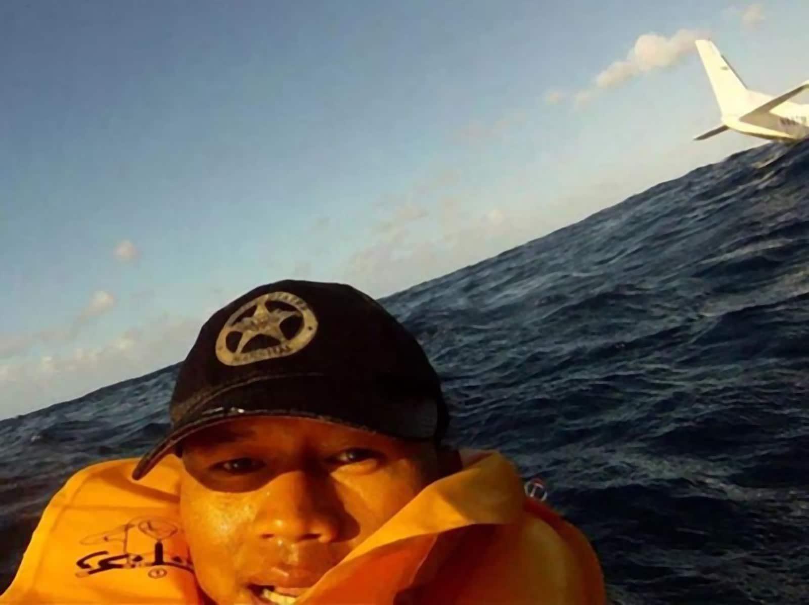 селфи мужчины в воде