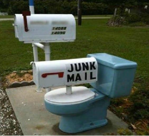 унитаз в качестве почтового ящика