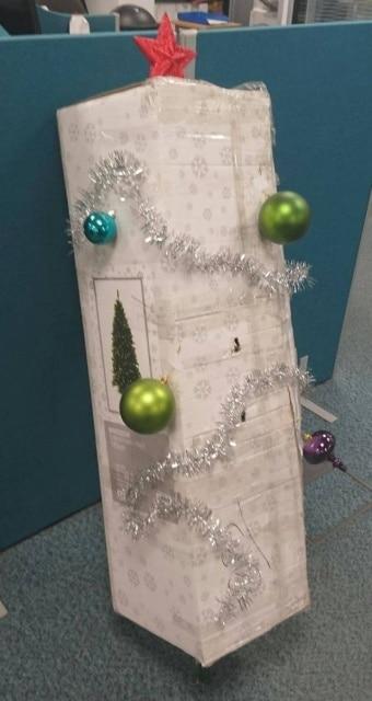 коробка с елкой