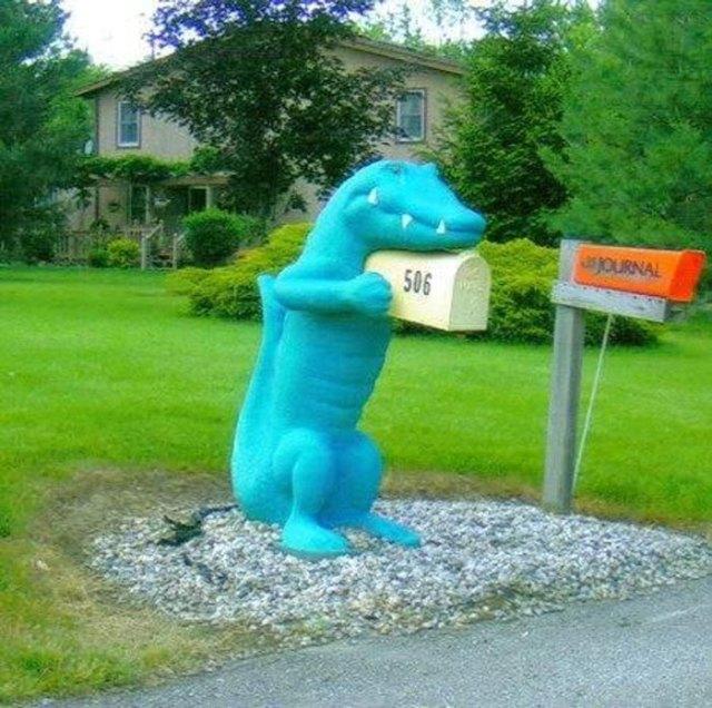 почтовый ящик в форме динозавра