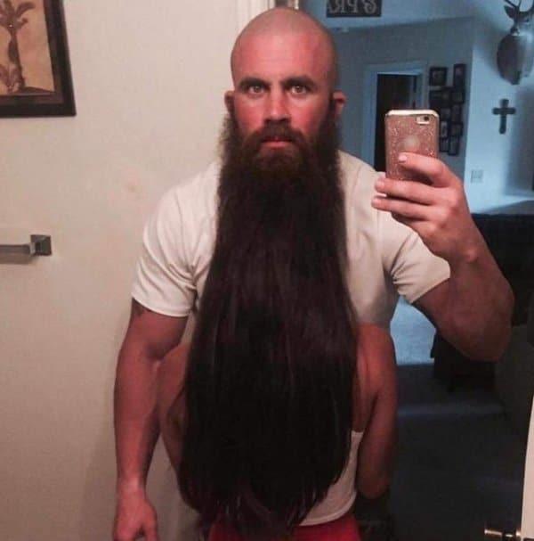 бородатый мужчина и его жена
