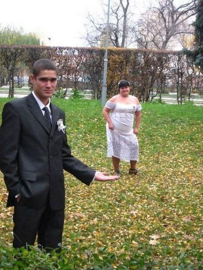 невеста на ладони у жениха