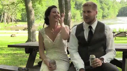 дерево падает на жениха и невесту