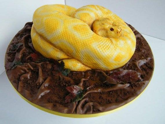 торт в форме змеи