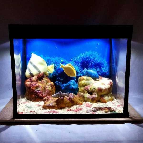 торт в форме аквариума с рыбками