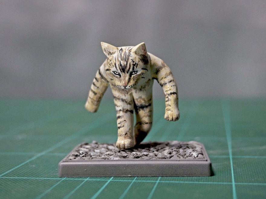 скульптура шагающему коту