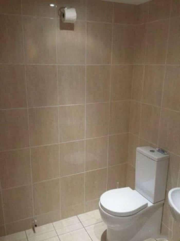 унитаз и туалетная бумага