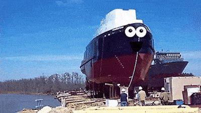 корабль спускают на воду