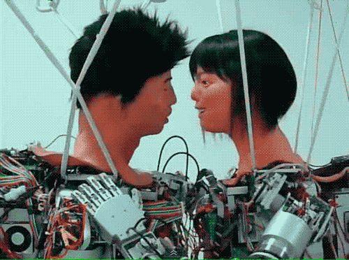 роботы целуются