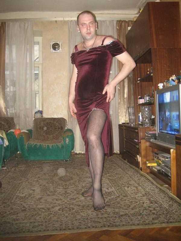 мужчина в колготках и платье