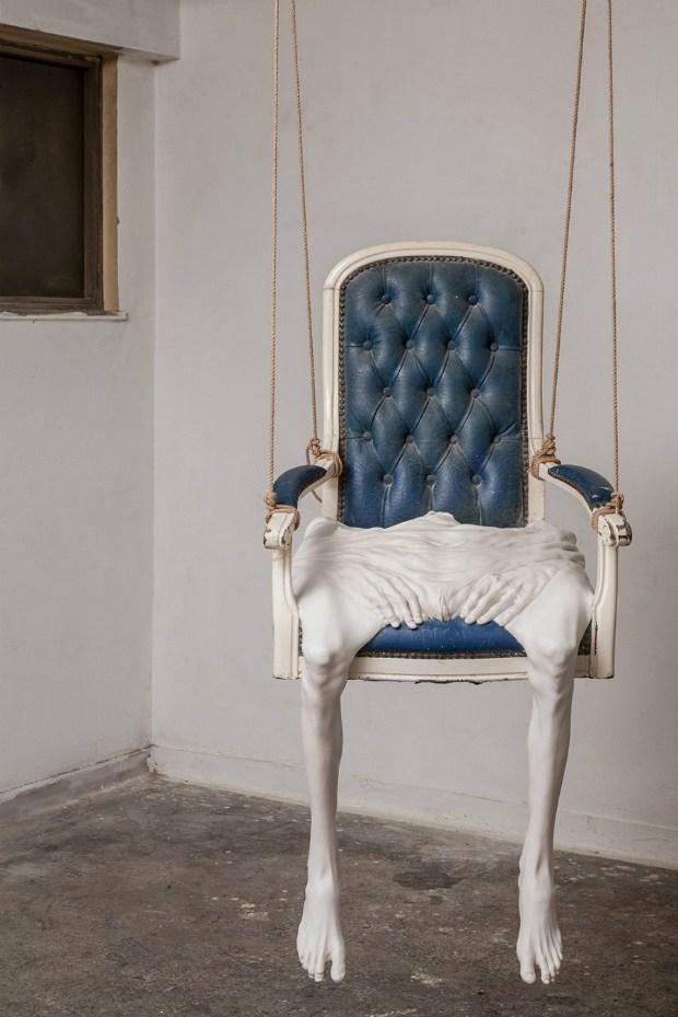 кресло с ногами