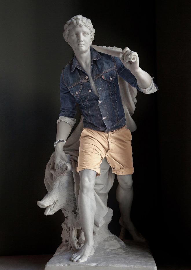 скульптура в одежде