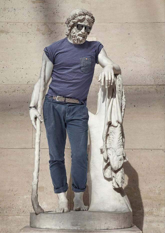 скульптура в мужской одежде