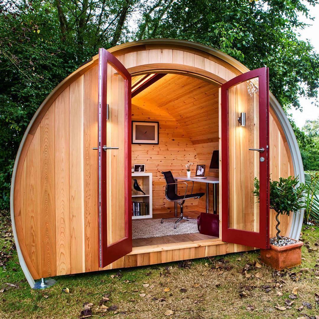 кабинет в деревянном домике