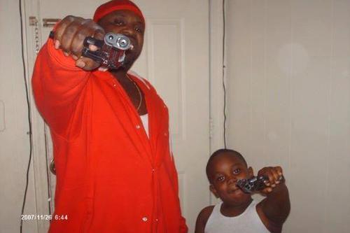 Афроамериканцы с пистолетами