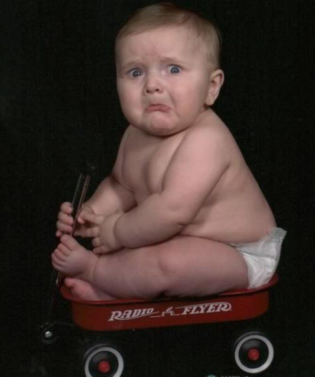 Мальчик на машинке