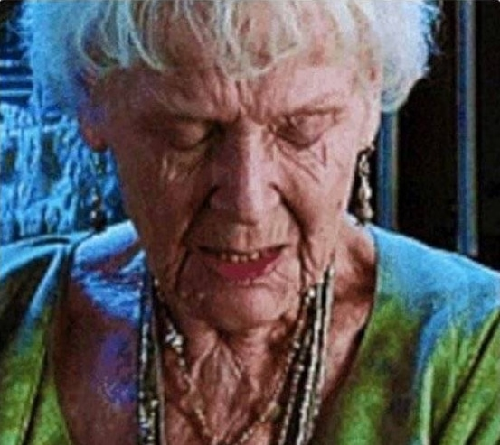 пожилая Роуз из Титаника