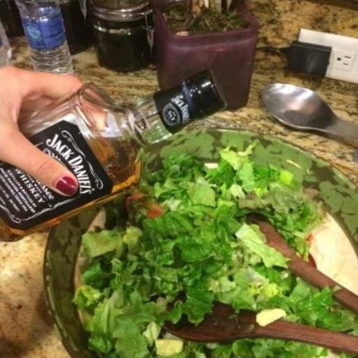 салат и виски